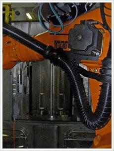 Kammer-Reinigungsanlage im Rundtaktverfahren mit Roboterbeladung3